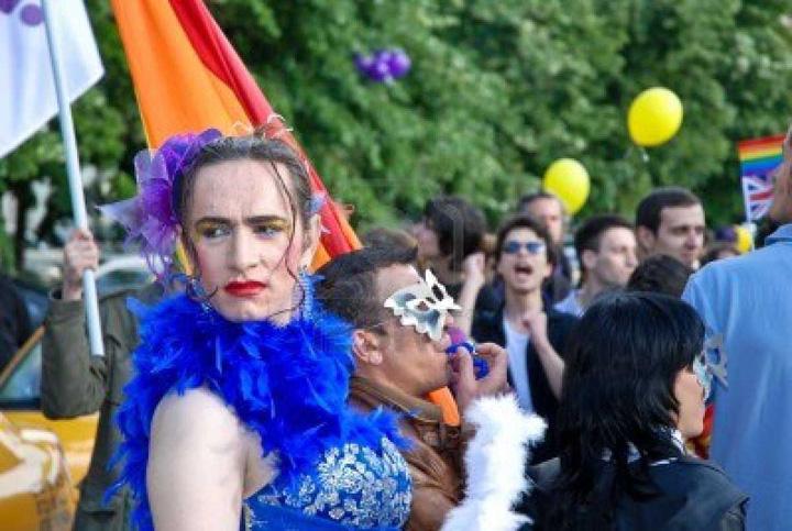 mars LGBT PSD, miting cu homosexuali in spate