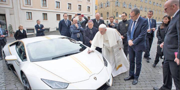 masina papa Un Lamborghini al Papei Francisc, vandut cu 715.000 de euro