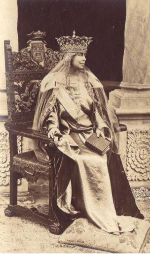 regina2 foto MNIR 296x500 Coroana Reginei Maria, simbol al Marii Uniri