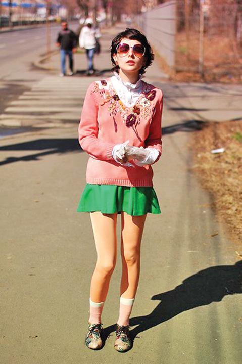 rosu2 Bloggerita de moda, moarta dupa ce s a aruncat de la etaj