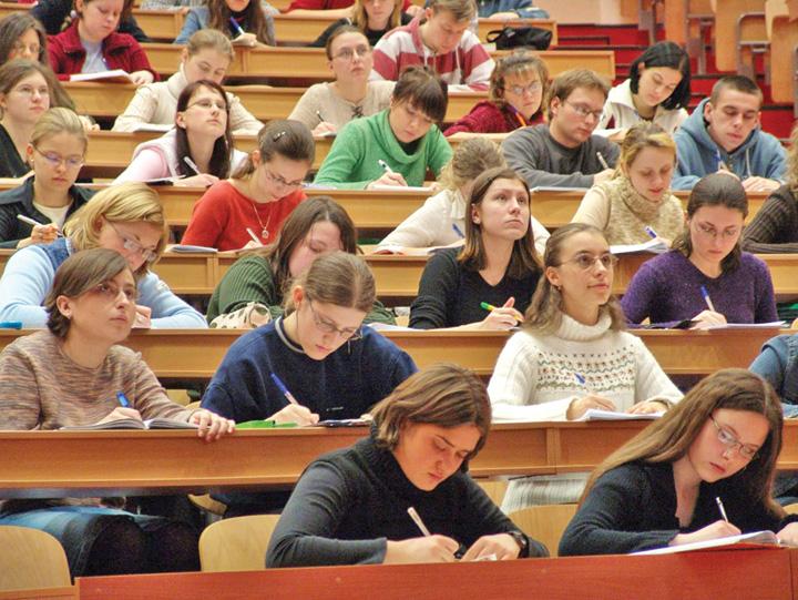 studenti Credite fara dobanda pentru tineri. Ei nu prea vor