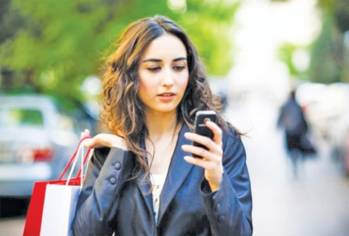 telefon. Telefonul mobil, principalul motiv de gelozie in Romania