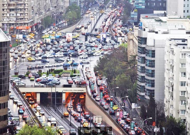trafic Pierdem doua ore in trafic, zilnic