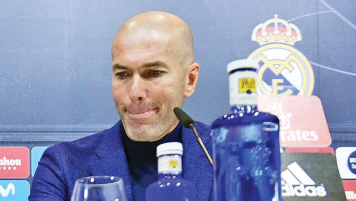 zidane Cutremur la Real Madrid: Zidane pleaca!