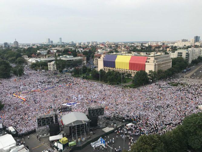 IMG 20180609 WA0015 667x500 Mobilizare fara precedent a PSD: peste 250.000 de oameni in Piata Victoriei (Galerie FOTO)