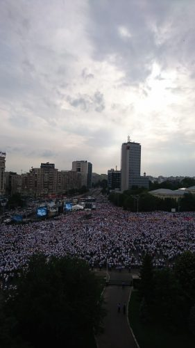 IMG 20180609 WA0020 281x500 Mobilizare fara precedent a PSD: peste 250.000 de oameni in Piata Victoriei (Galerie FOTO)