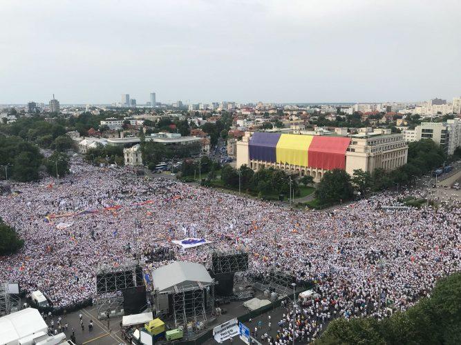 IMG 20180609 WA0021 667x500 Mobilizare fara precedent a PSD: peste 250.000 de oameni in Piata Victoriei (Galerie FOTO)
