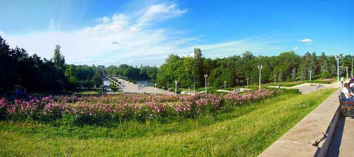 Parcul Carol din Bucuresti   aleea principala vazuta dinspre Mausoleu Parcul Carol I, respect majestate! (II)