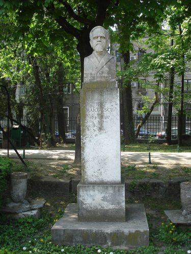 "Rotonda Scriitorilor   Titu Maiorescu 375x500 ""Rotonda Scriitorilor"", 75 de ani de la inaugurare"