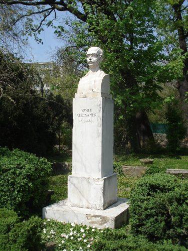 """Rotonda Scriitorilor   Vasile Alecsandri 375x500 """"Rotonda Scriitorilor"""", 75 de ani de la inaugurare"""