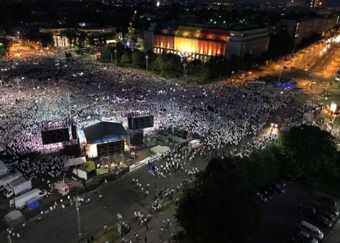 a1 1 699x500 Mobilizare fara precedent a PSD: peste 250.000 de oameni in Piata Victoriei (Galerie FOTO)