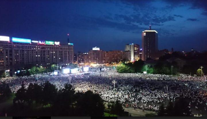 a10 1 720x415 Mobilizare fara precedent a PSD: peste 250.000 de oameni in Piata Victoriei (Galerie FOTO)