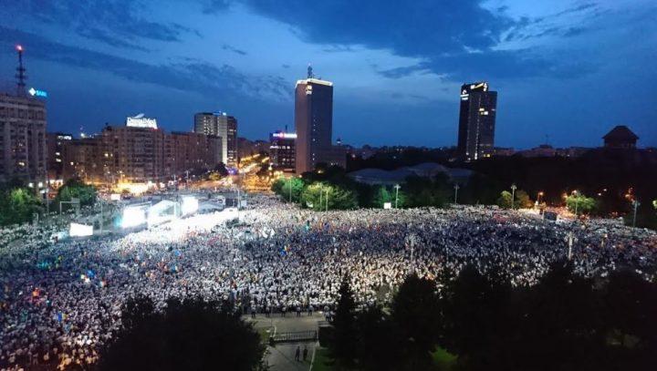 a2 720x407 Mobilizare fara precedent a PSD: peste 250.000 de oameni in Piata Victoriei (Galerie FOTO)