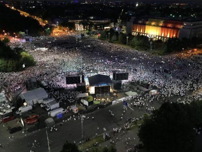 a3 663x500 Mobilizare fara precedent a PSD: peste 250.000 de oameni in Piata Victoriei (Galerie FOTO)