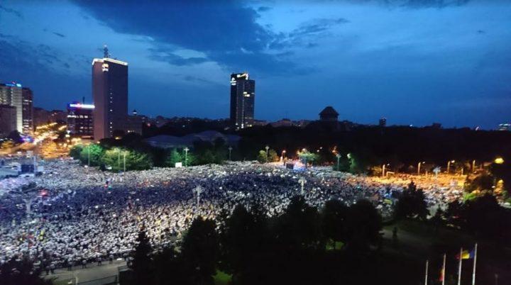 a5 720x402 Mobilizare fara precedent a PSD: peste 250.000 de oameni in Piata Victoriei (Galerie FOTO)