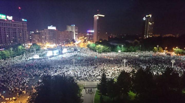 a7 720x403 Mobilizare fara precedent a PSD: peste 250.000 de oameni in Piata Victoriei (Galerie FOTO)