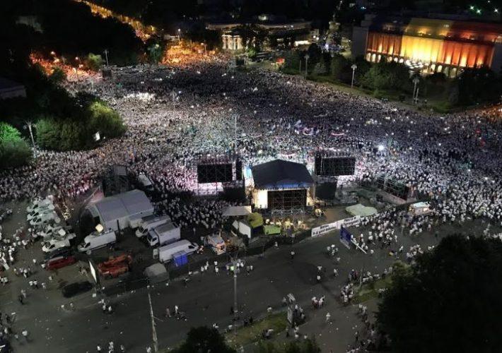 a9 710x500 Mobilizare fara precedent a PSD: peste 250.000 de oameni in Piata Victoriei (Galerie FOTO)
