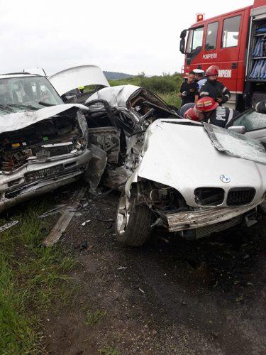 accident arad 375x500 UPDATE: Elicopter SMURD la locul unui grav accident in Arad: un mort si cinci raniti