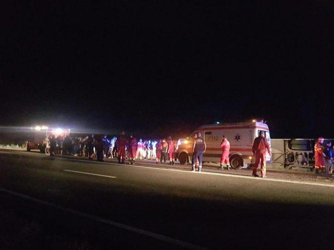 autocar rast 2 667x500 Autocar rasturnat in Constanta. Patru din cei 60 de oameni aflati la bord, dusi la spital