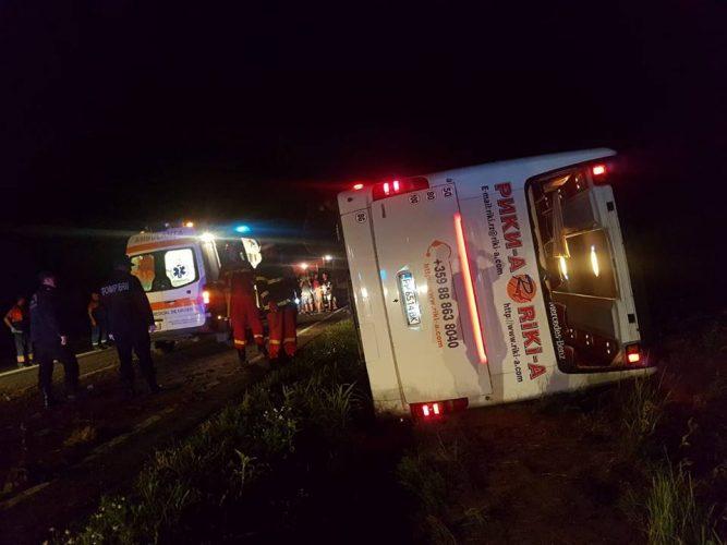 autocar rast 667x500 Autocar rasturnat in Constanta. Patru din cei 60 de oameni aflati la bord, dusi la spital