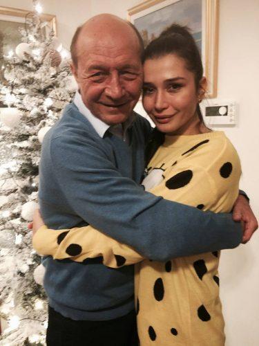 basescu 375x500 Prima fotografie cu Anastasia, mezina Elenei Basescu
