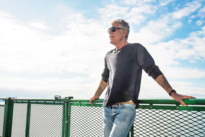 bourdain Sinuciderile lui Kate Spade si Anthony Bourdain incing liniile de urgenta