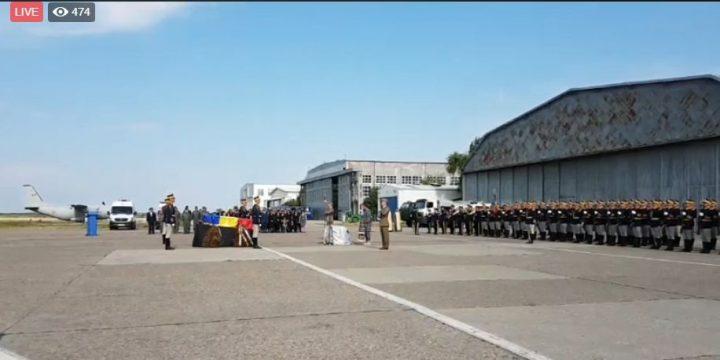 ceremonie 720x360 Pilotul militar mort in misiune in Franta a fost repatriat