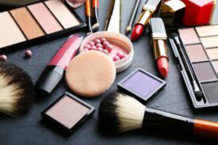 cosmetice Cosmeticele, mai toxice decat alimentele nesanatoase