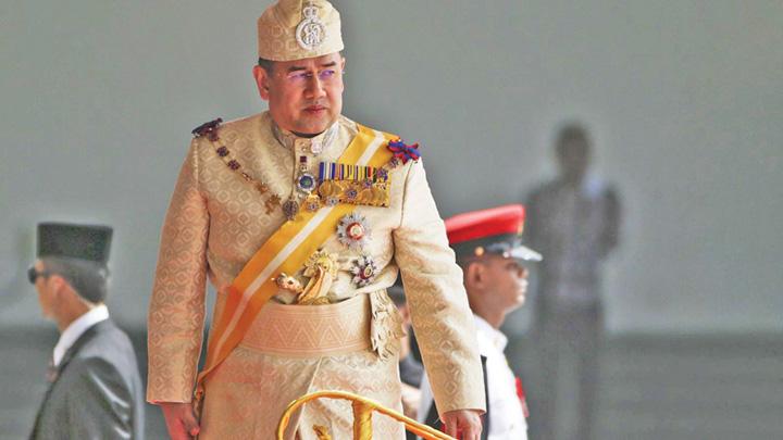 edalion sultan Al doilea roman asteapta glontul in Malaezia