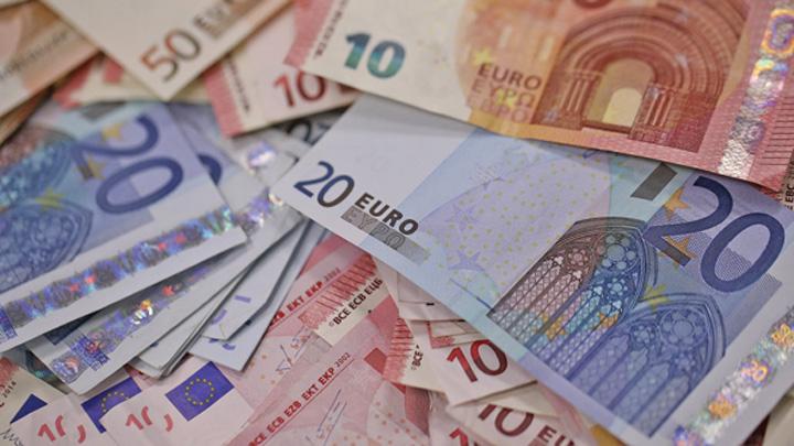 euroi Politicienii isi dau la gioale, leul intra la apa