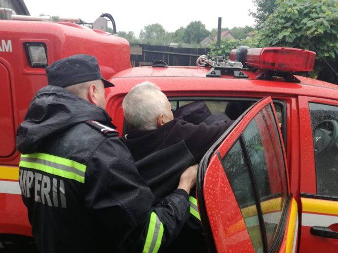 evacuare 667x500 Autoritatile, in alerta. COD ROSU de inundatii/Sute de oameni evacuati