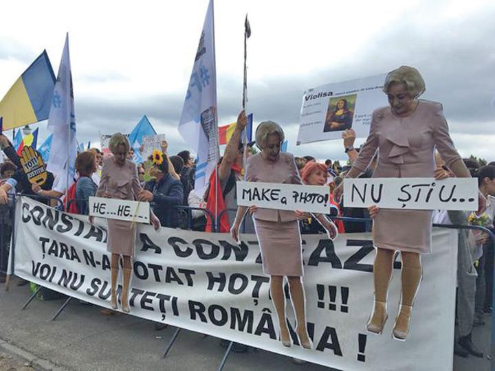 "foto protest ""Strada"" ii mediteaza pe politicieni"