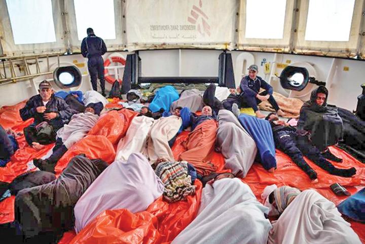 imigranti 1 Nava cu sute de migranti, interzisa in porturi