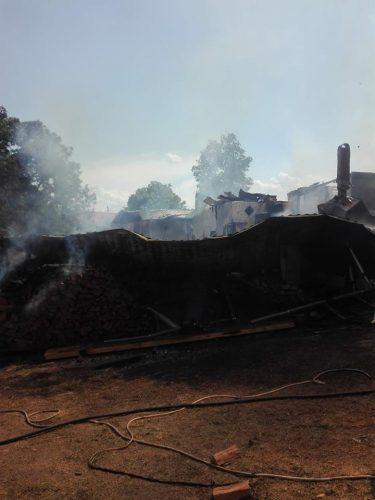 incendiu vrancea 375x500 Incendiu puternic in Vrancea: oameni cu atac de panica, patru case afectate de flacari (FOTO)