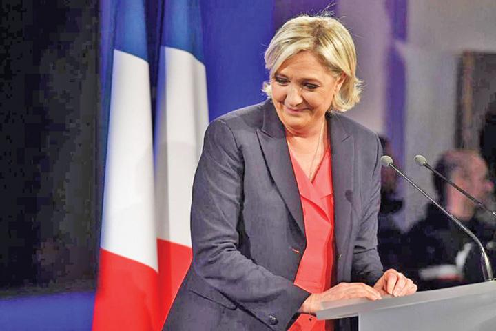 le pen Marine Le Pen restituie 300.000 Parlamentului European
