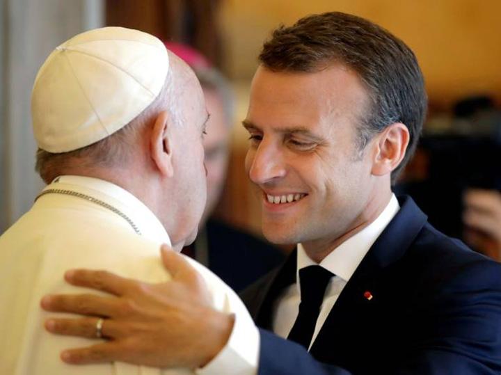 macron Macron a bifat si o poza cu Papa