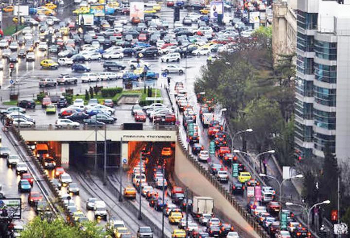 masina 1 Capitala sufocata: o mie de masini la mia de locuitori