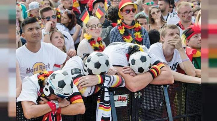 merkel mare Merkel pierde si la fotbal