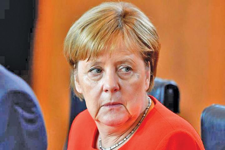merkel Merkel pierde si la fotbal