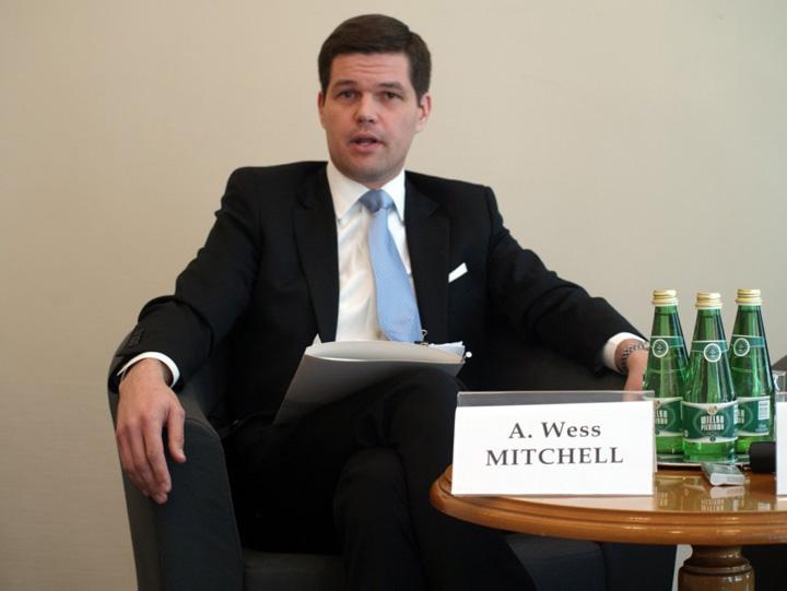 mitchell Wess Mitchell, avocatul lui Vlase