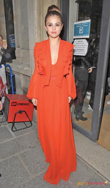 "moda 2 Scandal in moda: Gabbana o face ""urata"" pe Selena Gomez"
