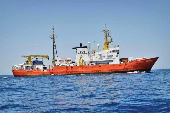 nava Nava cu sute de migranti, interzisa in porturi