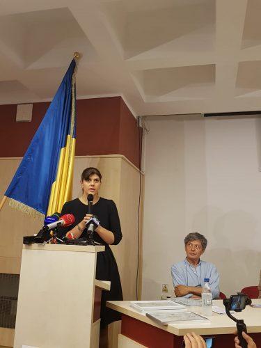 obiect2 375x500 Ce a transmis Kovesi la primirea unui premiu, in numele DNA, la Timisoara