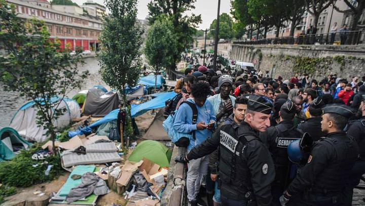 paris Parisul evacueaza taberele refugiatilor