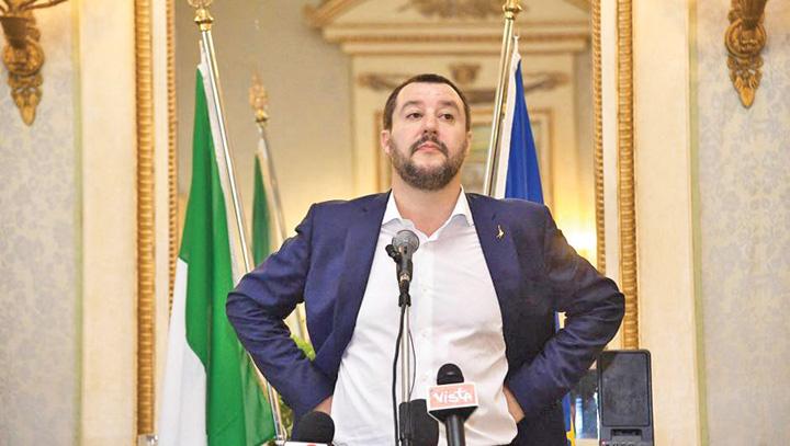 salvini Italia arunca plasa peste tigani