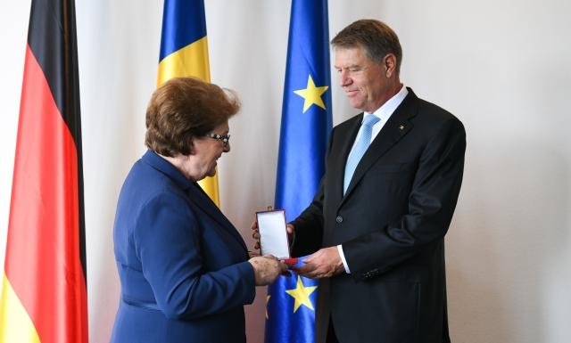 small ceremonie decorare barbara stamm   1 iunie 2018 4 Aflat in Germania, Iohannis i a conferit o distinctie presedintelui Parlamentului Landului Bavaria