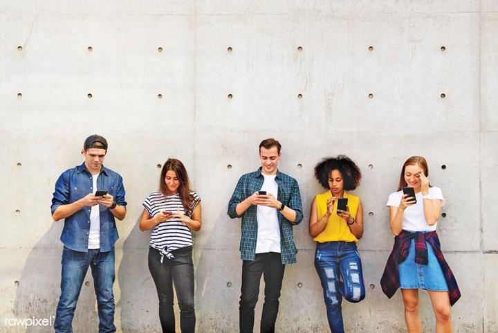 tineri online Jumatate din tinerii americani sunt permament online