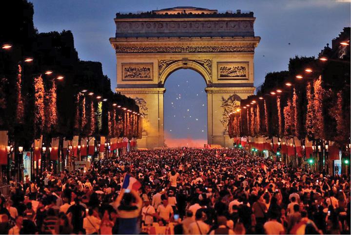 1 A rasunat Marseieza pe Champs Elysees