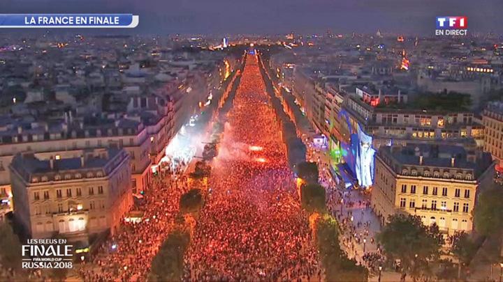 2 A rasunat Marseieza pe Champs Elysees