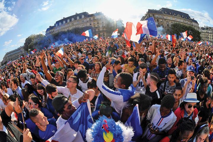 7 A rasunat Marseieza pe Champs Elysees